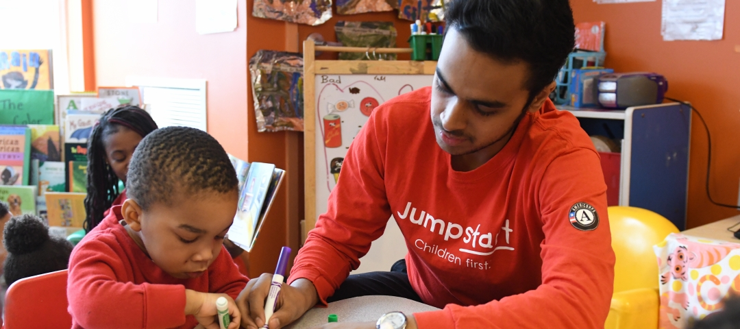 Jumpstart Corp Member drawing with a child during center time